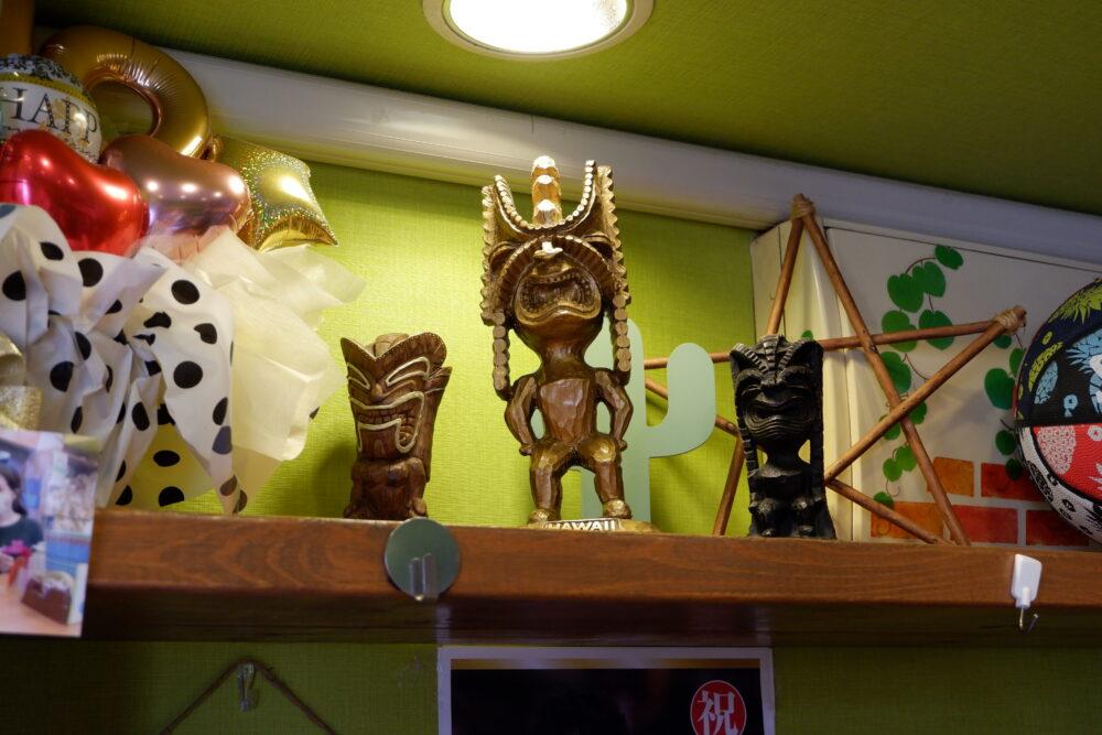 店名の由来にもなっているハワイの神像「Tiki」